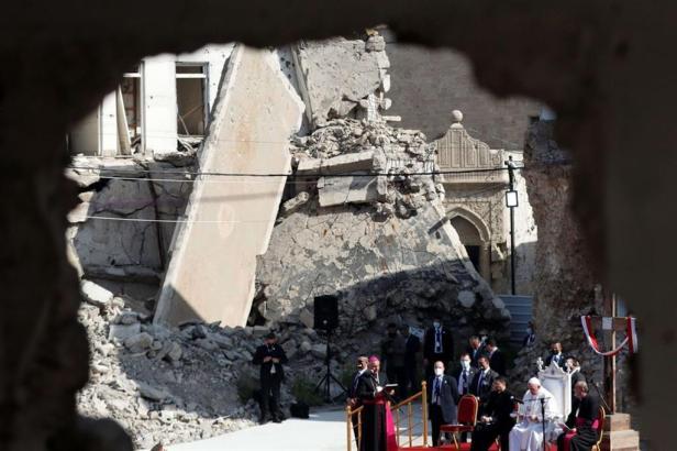 Iraq8 Il Papa nella piazza della città antica di Mosul - Reuters
