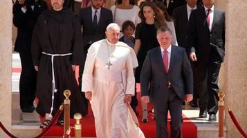 Papa in terra santa - Francesco accolto dal re Abdallah