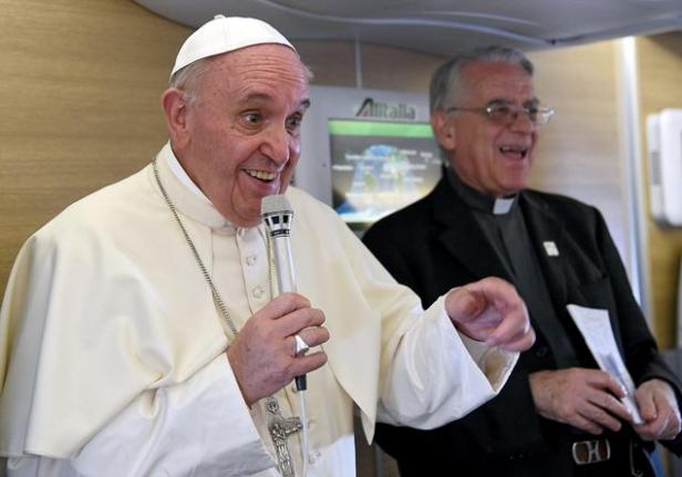 Papa in Africa, conferenza stampa durante il volo di ritorno.