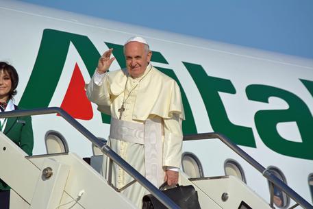 ++ Papa: partito per Amman ++