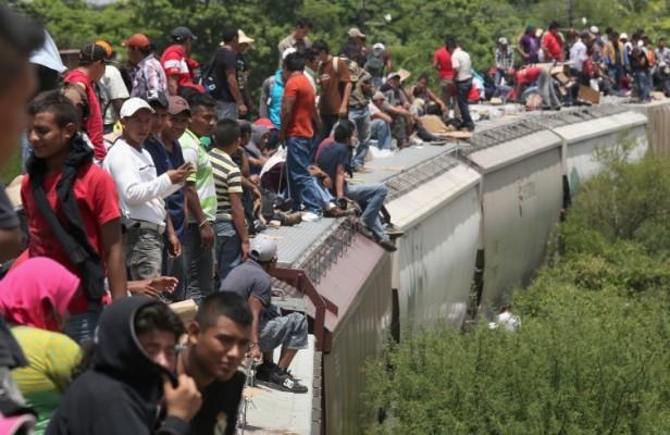 Migranti su treno verso confine tra Messico e Stati Uniti