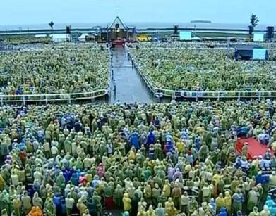 Santa Messa a Tacloban Airport: se oggi tutti noi ci siamo radunati qui, 14 mesi dopo che è passato il Tifone Yolanda, è perché abbiamo la certezza che non saremo delusi nella fede, perché Gesù è passato prima.