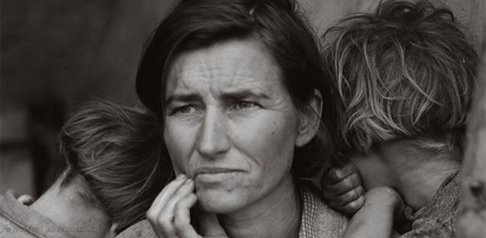 dorothea-lange-la-madre-migrante-una-foto-scattata-nel-1936-in-america-per-raccontare-le-migrazioni-dovute-alla-grande-depressione-tra-il-1935-e-il-1943-un-monito-al-fatto-che-anche-noi-siamo-stati