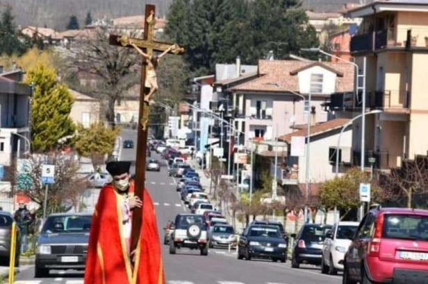 La Via Crucis di don Roberto a Soveria Mannelli