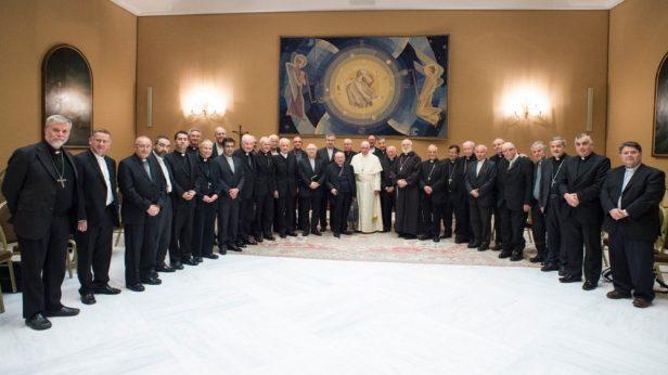 francisco-con-los-obispos-chilenos
