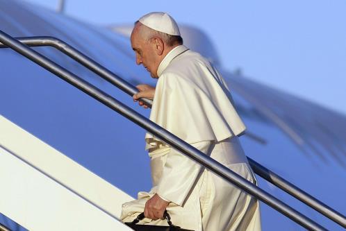 Il Papa a Nairobi. Ed è subito festa