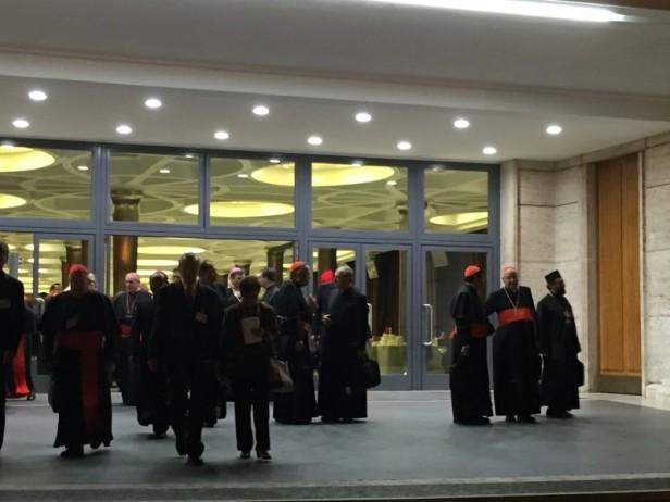 L'uscita dall' Aula del Sinodo