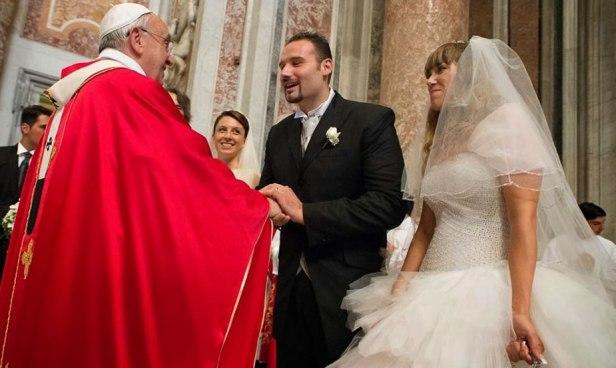papa-preside-casamentos