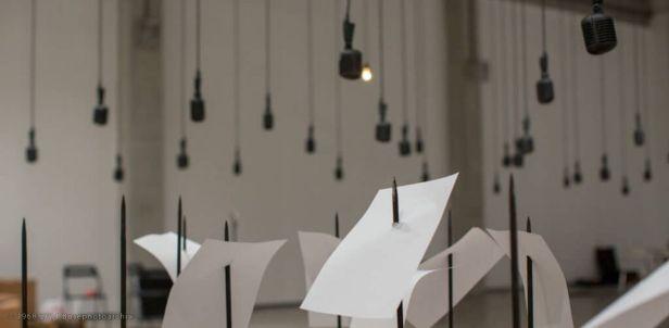 Shilpa Gupta, For, in your tongue I cannot fit – 100 poeti in carcere, 2017 – 2018, installazione, Biennale di Venezia, 2019.