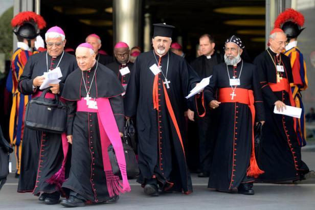 Cittˆ del Vaticano, 5 ottobre 2015 Papa Francesco apre i lavori del sinodo dei vescovi sulla Famiglia. L'uscita dei padri sinodali.